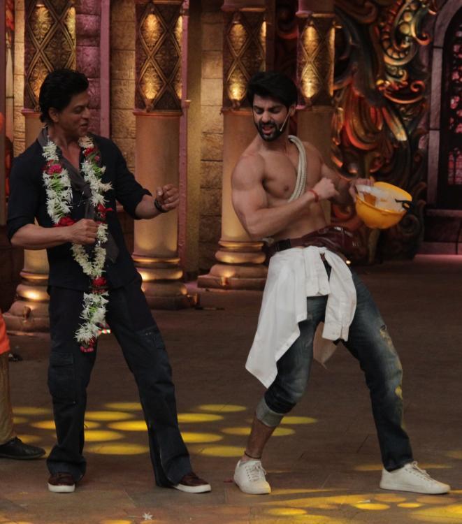 Shahrukh Khan on the set of Comedy Nights Bachao-05