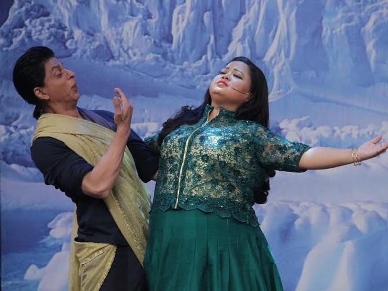 Shahrukh Khan on the set of Comedy Nights Bachao-08