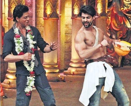 Shahrukh Khan on the set of Comedy Nights Bachao-10
