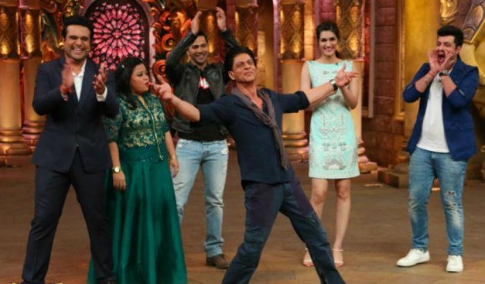 Shahrukh Khan on the set of Comedy Nights Bachao-21