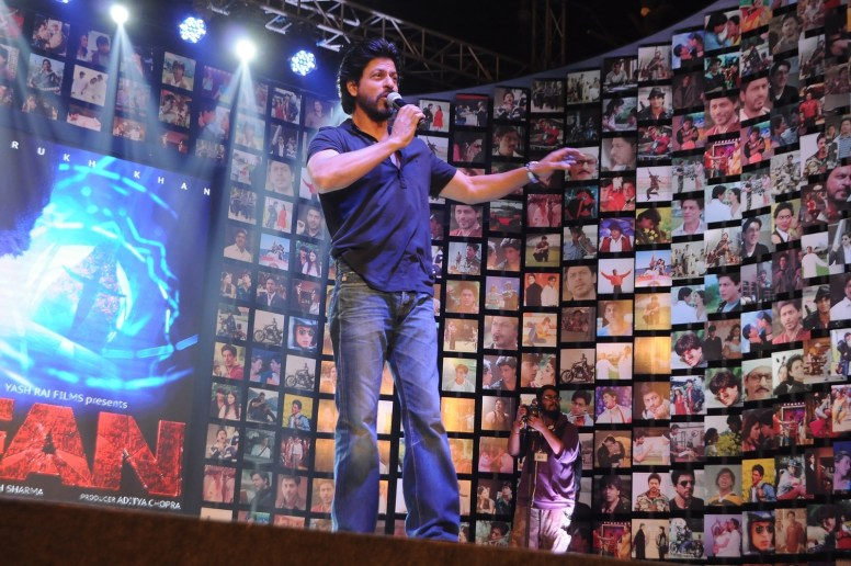 Shahrukh Khan Trailer Launch of film Fan-40