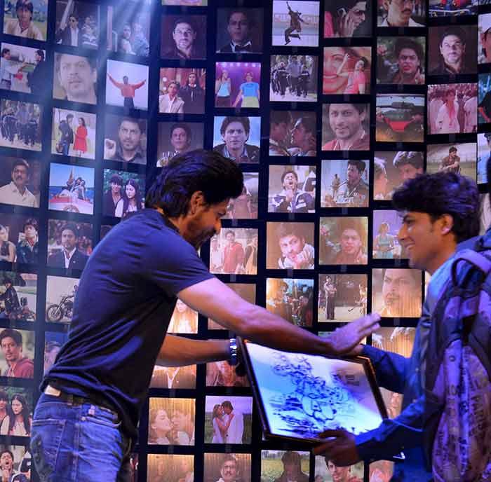 Shahrukh Khan Trailer Launch of film Fan-41