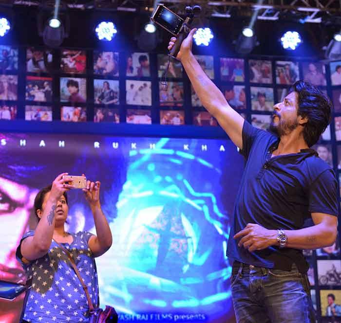 Shahrukh Khan Trailer Launch of film Fan-49