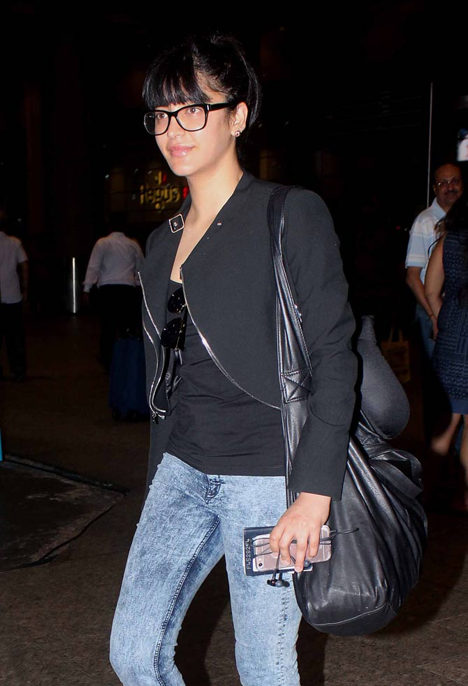 Shruti Haasan and Sonal Chauhan Spotted at The Airport