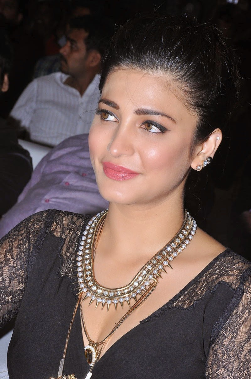 Shruti Haasan at Race Gurram Success Meet Photos