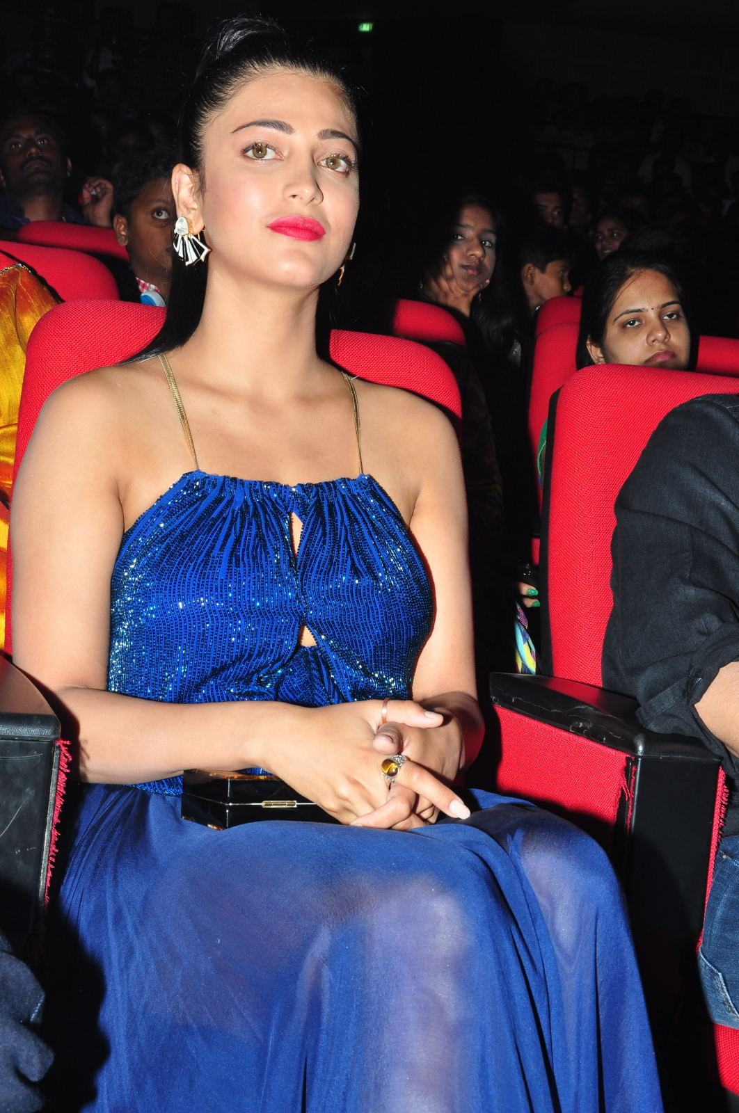 Shruti Haasan at Srimanthudu Audio Lunch Photos