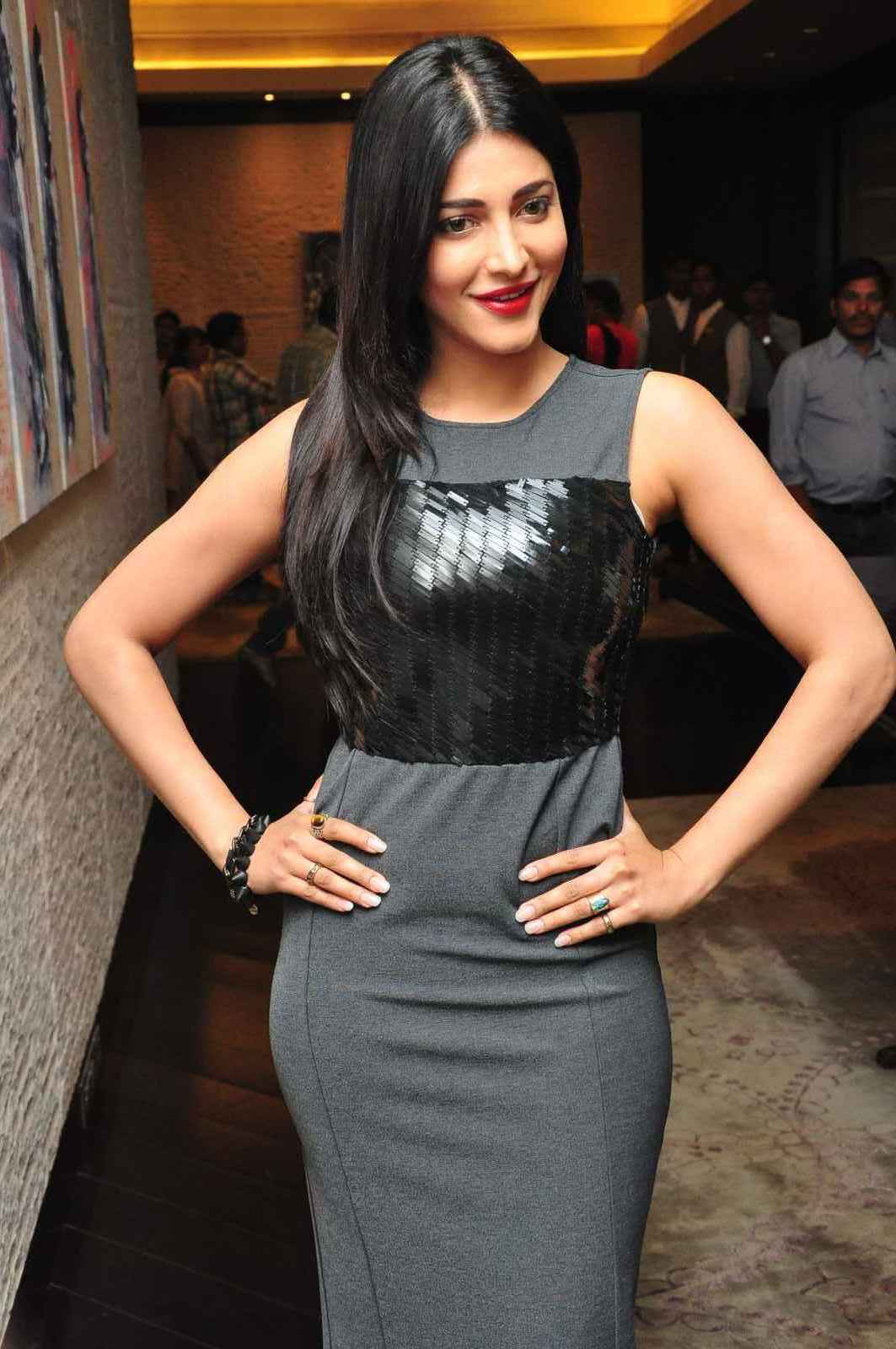 Shruti Haasan at Srimanthudu Press Meet Photos