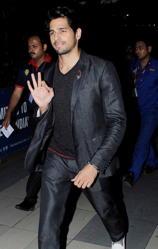 Sidharth Malhotra and Tamannaah Bhatia Spotted at Mumbai Airport