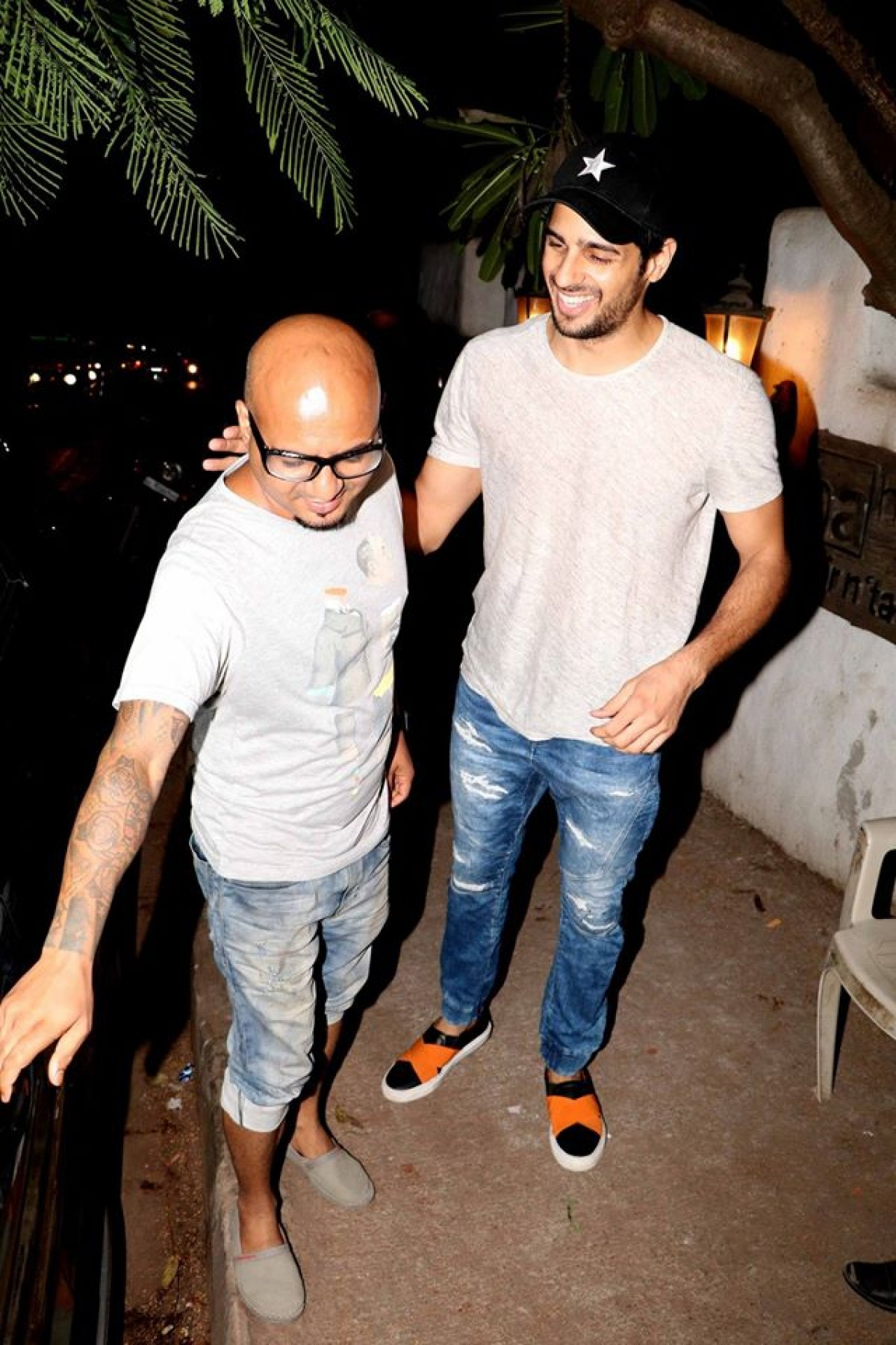 Sidharth Malhotra Spotted Out Side of Hakim Aalim Hair Academy
