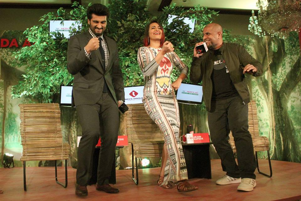 Sonakshi, Arjun & Big B At News Event