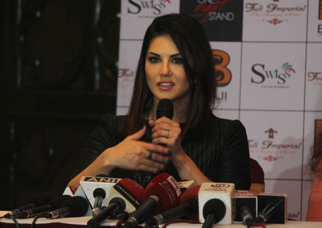 Sunny Leone and Tanuj Virwani Promoted One Night Stand in Nagpur
