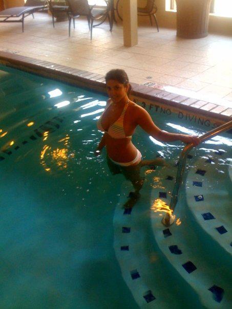 Sunny Leone In Swimming Pool Photo