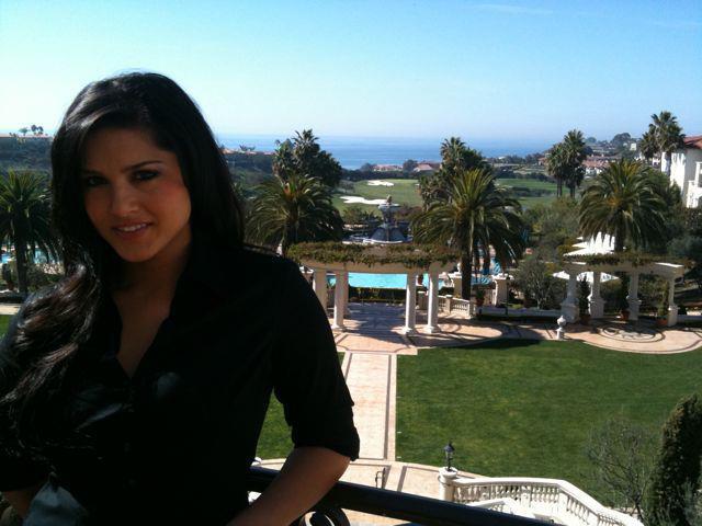 Sunny Leone Outdoor Photo