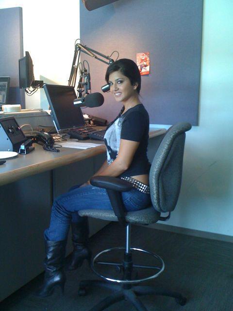 Sunny Leone In Computer Room Photo