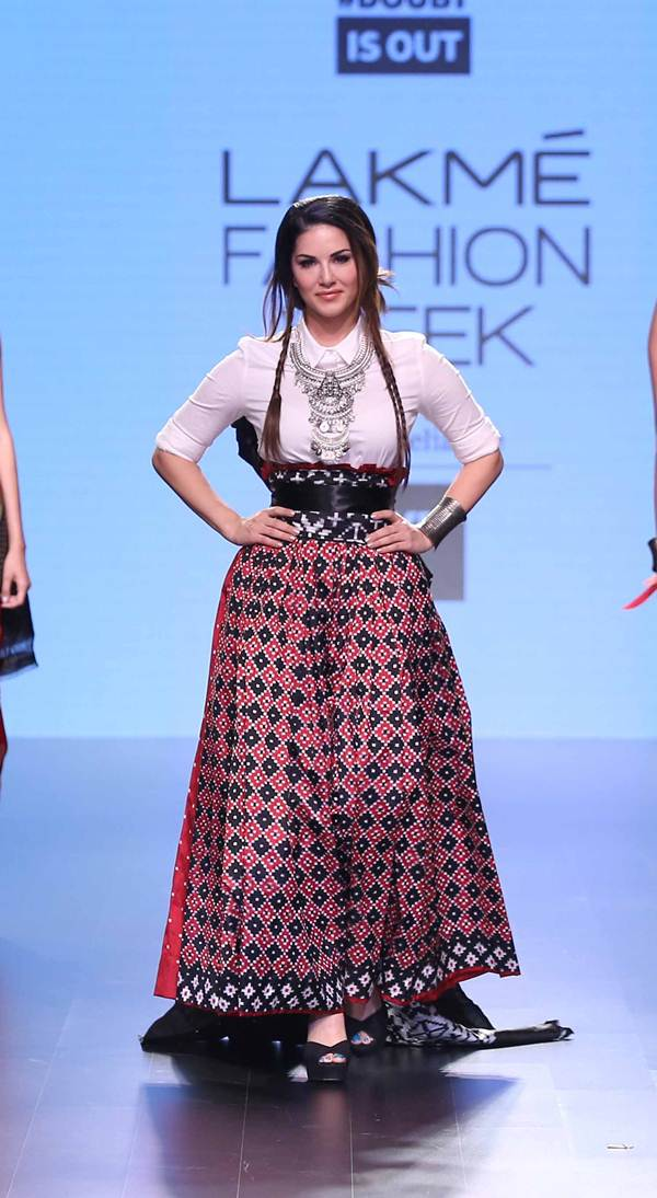 Sunny Leone walks for Doubtisout at Lakme Fashion Week 2016