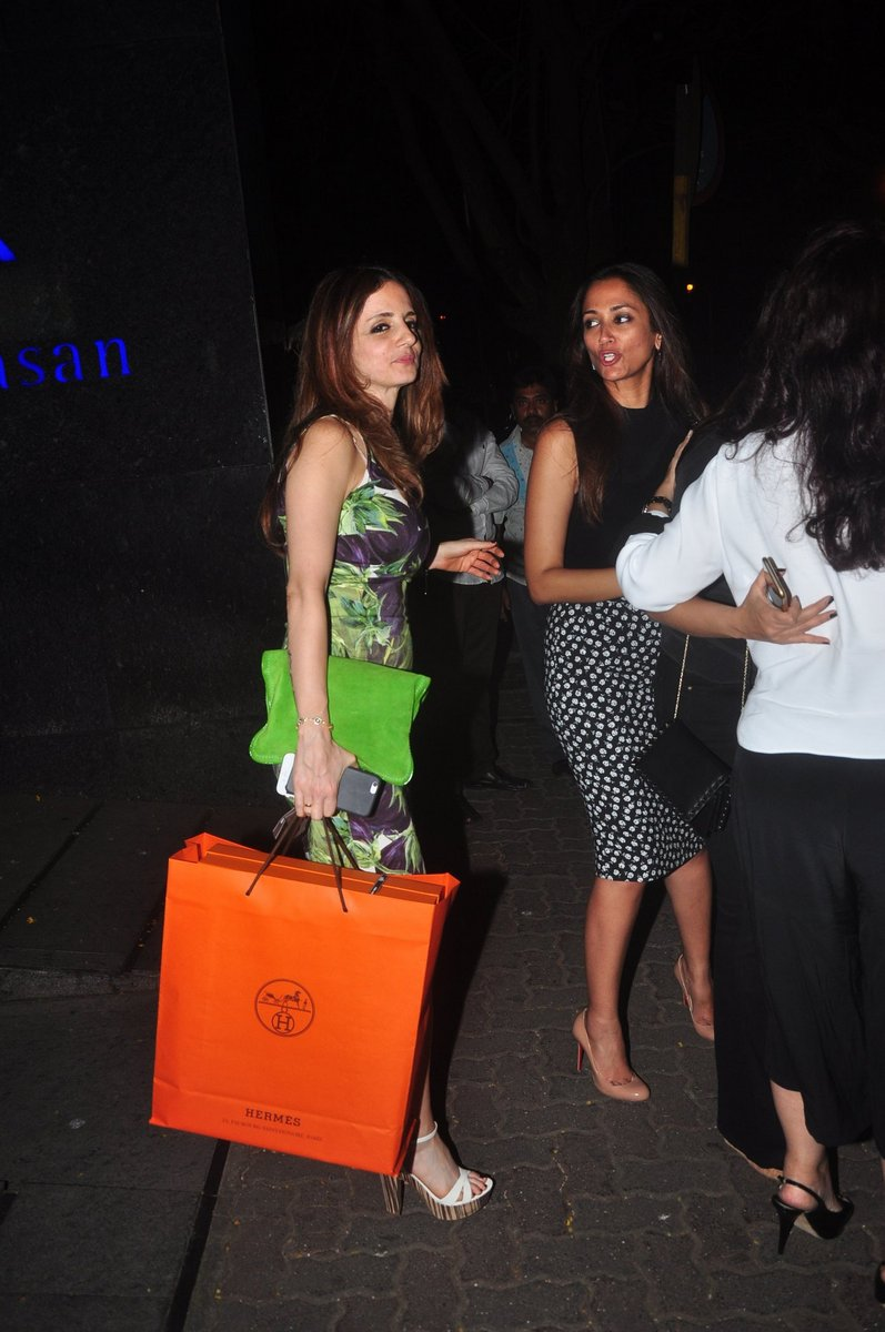 Sussanne Khan Spotted with Sonali Bendre at Mumbai Restaurant
