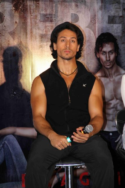 Tiger Shroff and Shraddha Kapoor Promote Baaghi Movie