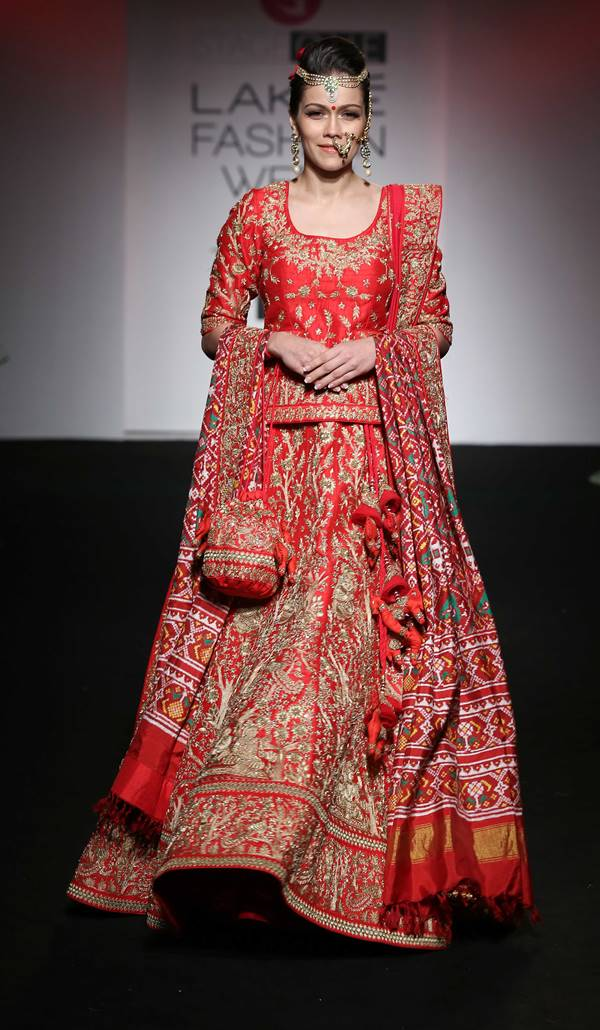 Waluscha De Sousa Walks for Saroj Jalan at LFW 2016